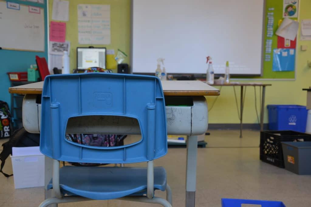Ventilation dans les écoles: Ouverture des portes et des fenêtres et fermeture de certaines classes